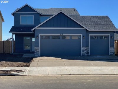 Woodburn Single Family Home For Sale: 1335 Sunflower St