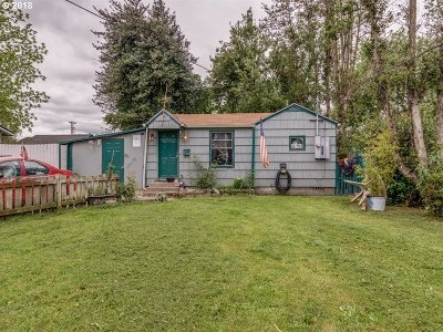 Cowlitz County Single Family Home For Sale: 207 SW 5th Ave