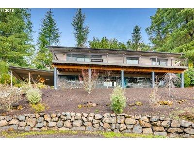Portland Single Family Home For Sale: 4416 SW Chesapeak Ave