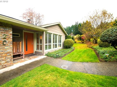Vancouver Single Family Home For Sale: 120 Farview Dr