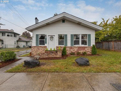 Gresham Single Family Home For Sale: 1715 SE 4th St