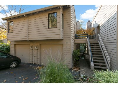 Lake Oswego Condo/Townhouse For Sale: 233 Cervantes