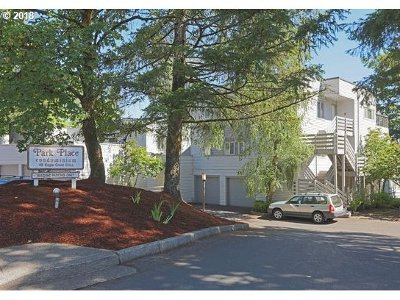 Lake Oswego Condo/Townhouse For Sale: 48 Eagle Crest Dr #2C