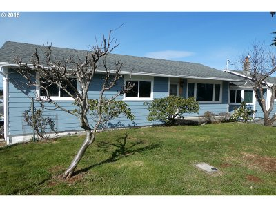 Gold Beach OR Single Family Home For Sale: $305,000