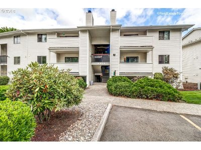 Tigard Condo/Townhouse For Sale: 11044 SW Greenburg Rd #115