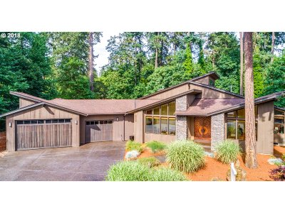 Milwaukie Single Family Home For Sale: 15438 SE River Forest Dr