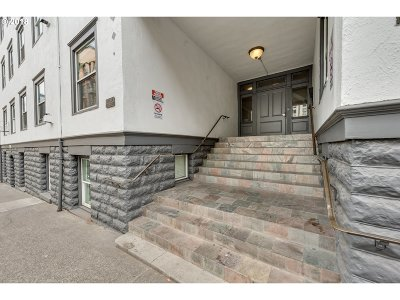 Condo/Townhouse For Sale: 1104 SW Columbia St #302