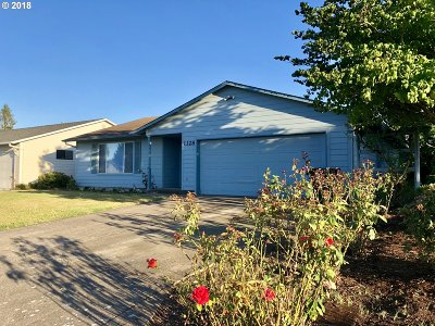 Woodburn Single Family Home For Sale: 1328 Dogwood Dr
