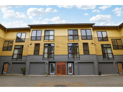 Condo/Townhouse For Sale: 5119 SW Corbett Ave #F