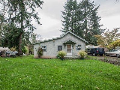 Portland Single Family Home For Sale: 4916 SE Tenino Ct