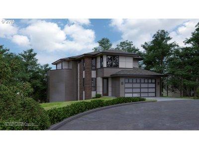 Clackamas County Single Family Home For Sale: 667 Lake Bay Ct