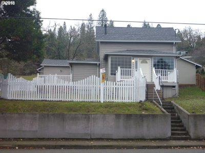 Roseburg Single Family Home For Sale: 2053 SE Douglas Ave