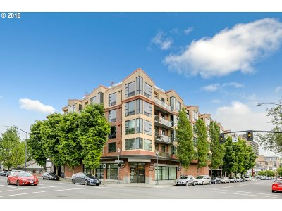 Condo/Townhouse For Sale: 1620 NE Broadway St #604