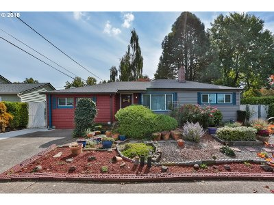 Single Family Home For Sale: 10630 NE Tillamook St