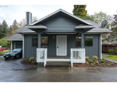 Portland Single Family Home For Sale: 11843 SE Foster Rd
