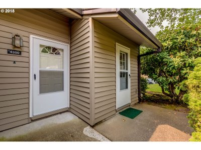 Portland Condo/Townhouse For Sale: 4350 SW Dickinson St #6