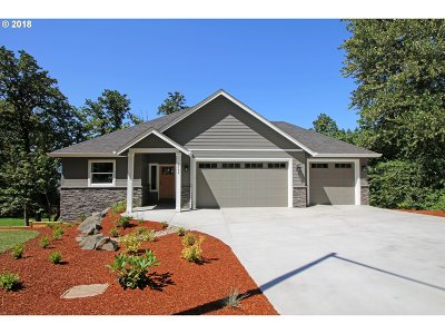 Springfield Single Family Home For Sale: 6452 Forest Ridge Dr
