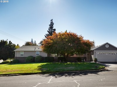 Forest Grove Single Family Home For Sale: 1444 Rosearden Dr
