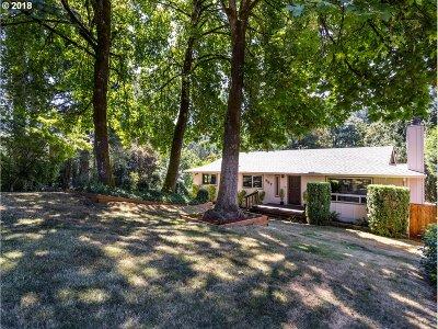 West Linn Single Family Home For Sale: 987 Willamette Falls Dr