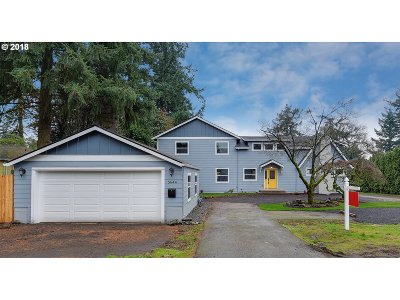Portland Single Family Home For Sale: 5644 SE Flavel Dr