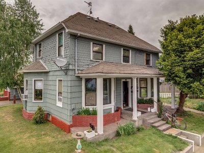 Cowlitz County Multi Family Home For Sale: 209 SW 5th Ave