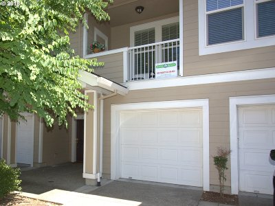 Beaverton Condo/Townhouse For Sale: 7182 SW Oliver Ter