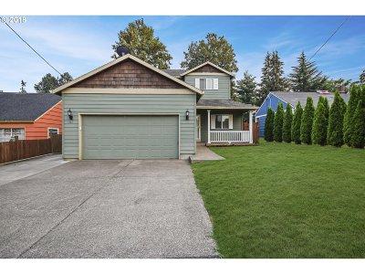 Milwaukie Single Family Home For Sale: 4142 SE Drake St