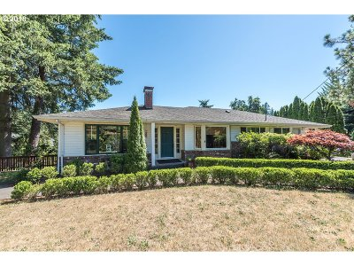 Portland Single Family Home For Sale: 7800 SW Garden Home Rd