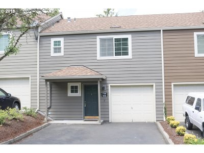 Tualatin Condo/Townhouse For Sale: 7161 SW Sagert St #106