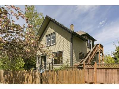 Portland Single Family Home For Sale: 3815 SE Yamhill St