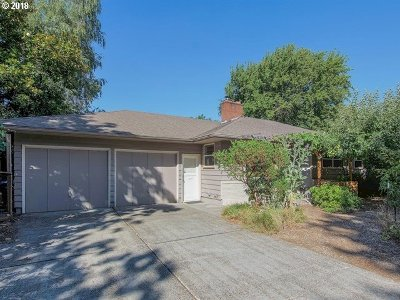 Milwaukie Single Family Home For Sale: 4629 SE Rockwood St