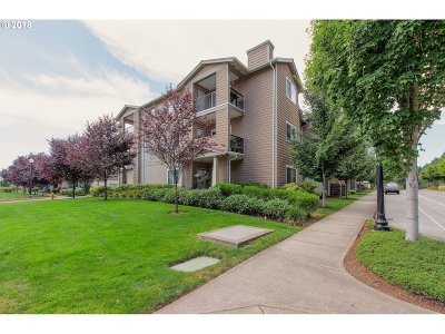 Hillsboro Condo/Townhouse For Sale: 18562 NW Holly St #208