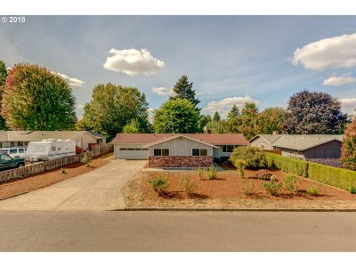 Milwaukie, Clackamas, Happy Valley Single Family Home For Sale: 14581 SE Bonnie Way