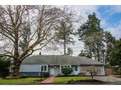 Portland Single Family Home For Sale: 11810 SW Lynnridge Ave