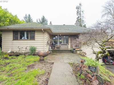 Milwaukie Single Family Home For Sale: 9351 SE Stanley Ave