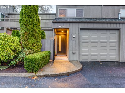 Beaverton Condo/Townhouse For Sale: 1525 NW Eastbrook Ct