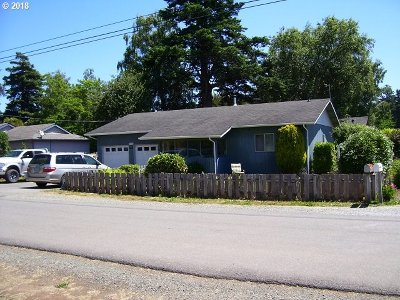Bandon Single Family Home For Sale: 300 June Ave