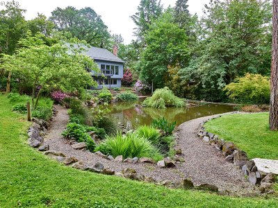 Milwaukie Single Family Home For Sale: 15817 SE Oatfield Rd