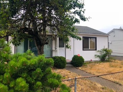 Single Family Home For Sale: 8715 NE Clackamas St