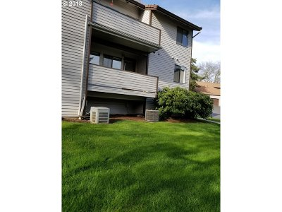 Happy Valley Condo/Townhouse For Sale: 12002 SE 104th Ct