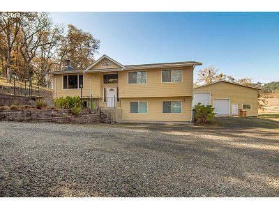Roseburg Single Family Home For Sale: 496 Westview Dr