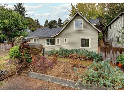 Single Family Home For Sale: 4611 SE Malden Dr