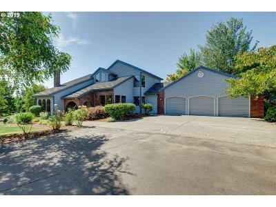 Beaverton Single Family Home For Sale: 19185 SW Suncrest Ln