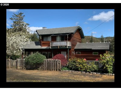 Coquille Single Family Home For Sale: 88705 Lampa Ln
