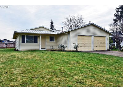 Woodburn Single Family Home For Sale: 374 Willow Ave