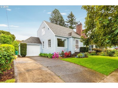 Portland Single Family Home For Sale: 3006 SE 74th Ave