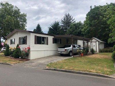 Clackamas Single Family Home For Sale: 16466 SE Hearthwood Dr