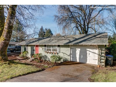 Portland Single Family Home For Sale: 8435 SW 8th Ave