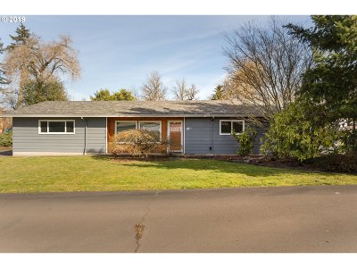 Milwaukie Single Family Home For Sale: 14000 SE Rupert Dr