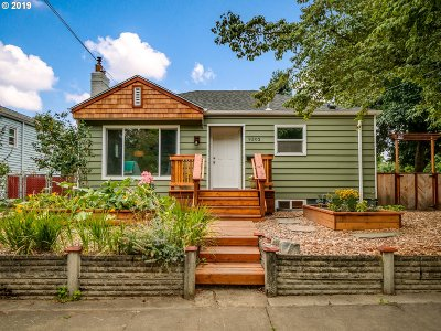 Portland Single Family Home For Sale: 9302 N Van Houten Ave